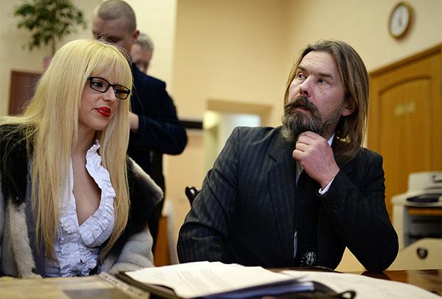 Во время подачи документов для участия в выборах на пост мэра города Новосибирска в 2014 году