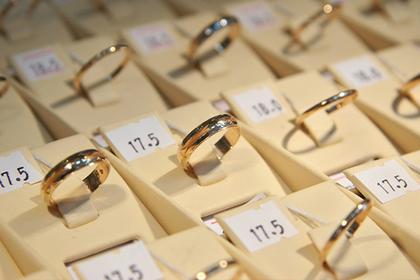 Подсчитаны средние траты мужчин на помолвочные кольца