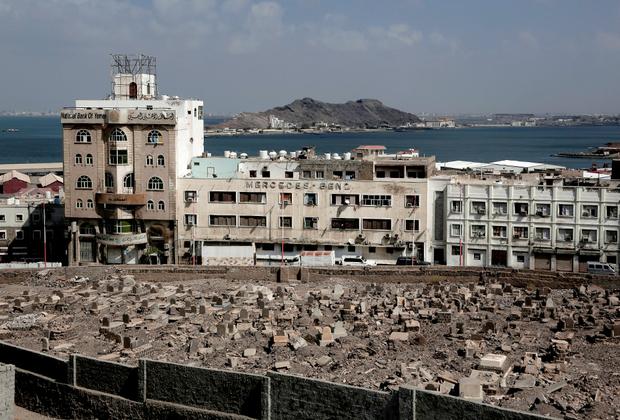 Исторически после завоевания свободы Йемен был разделен на две части. Северный Йемен получил независимость от Османской империи в 1918 году, а Южный Йемен — от Великобритании в 1967-м. Обе страны конкурировали, даже враждовали, но в 1990 году объединились в Республику Йемен.