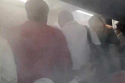 Пилот захотел вытравить пассажиров из самолета