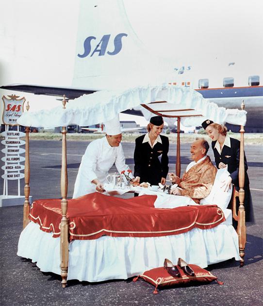 Новый сервис в 1950-х — завтрак в постель на борту