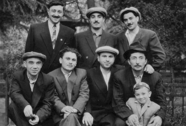 Верхний ряд: Ило Девдариани, Аслан Усоян (Хасан). Нижний ряд: Левико Рамишвили, Сосо Ургебадзе (Ортава). 1957 год, Тбилиси