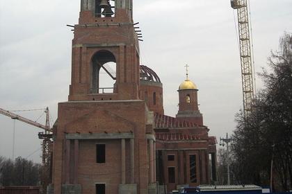 Россиян заставили жертвовать на храм из собственной зарплаты