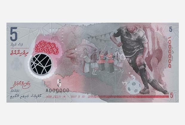 В 2017 году на Мальдивах выпустили полимерную банкноту номиналом 5 руфий. На лицевой стороне купюры размещено изображение футболиста, в котором можно угадать капитана национальной сборной Али Ашфака. Лицо знаменитого спортсмена не изображено — это дань уважения традициям ислама.