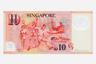 Оборотные стороны сингапурских долларов посвящены сферам жизни, которым страна уделяет особое внимание: экономика, образование, природа, искусство и развитие молодежи. На купюре номиналом 10 сингапурских долларов, выпущенной в 2007 году, изображены пять видов спорта, среди них футбол.