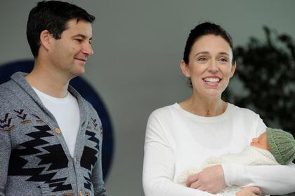 Премьер-министр Новой Зеландии показала новорожденную дочь