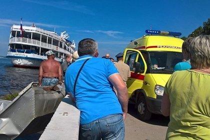 Моторная лодка протаранила причал в Перми