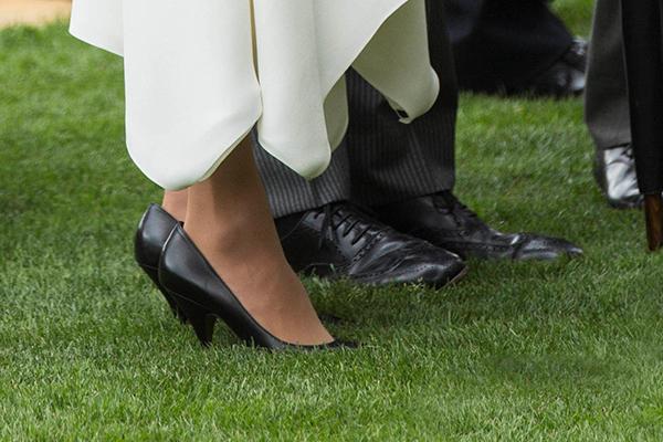 88f4da3c5 Раскрыта причина слишком большого размера обуви Меган Маркл: Внешний вид:  Ценности: Lenta.ru