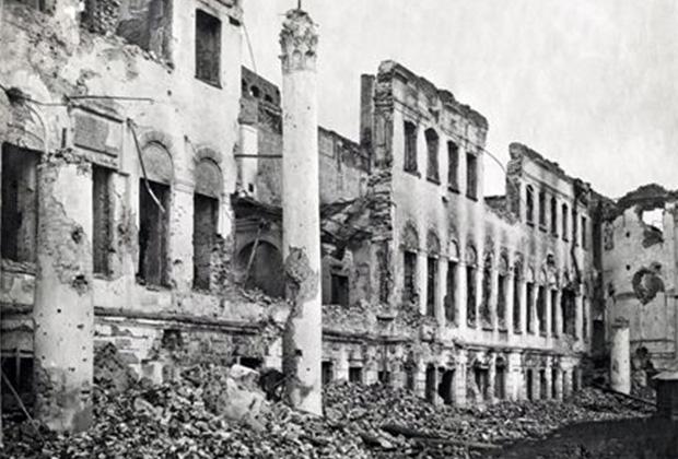 Ярославль. Руины здания Демидовского юридического лицея. 1918 год