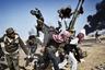 Фотография Юрия Козырева из Ливии, 2011 год. Повстанцы спасаются от огня со стороны ливийской армии.