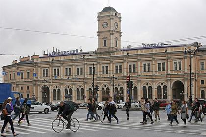 На российских вокзалах богатых пассажиров изолируют от бедных