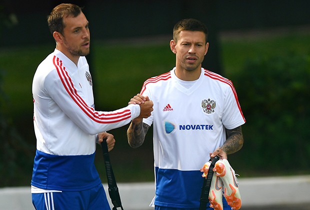 Артем Дзюба (слева) и Федор Смолов