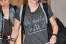 В 2014 году после расставания с Робертом Паттинсоном актрису «Сумерек» Кристен Стюарт сфотографировали в Токио в серой футболке с надписью «Это отвратительно. Ненавижу». В то время Паттинсон начал новые отношения с певицей FKA Twigs, и журналисты британского The Sun предположили, что именно это стало причиной выбора такой одежды Кристен.