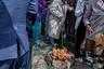 В пламя бросают масло, жир, сладости, льют молоко, чай. Почитание огня, особенно огня очага, связано с остатками родового культа. По поверьям калмыков, огонь в очаге — хранитель благополучия и богатства семьи.
