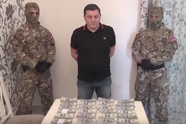 «Лента.ру»: В Армении трясут чиновников и генералов. У них находят миллионы и склады оружия