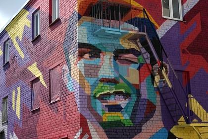 Граффити с изображением Криштиану Роналду в Казани