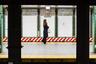 «Платформы» — серия, исследующая уникальную архитектуру нью-йоркской подземки и людей, которые через нее проходят. Платформы метро глазами пассажира с путей напротив представляют вуайеристский опыт, рассеченный архитектурой пространства.