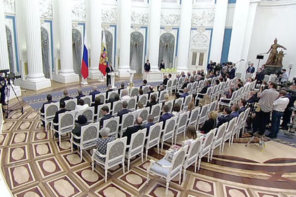 Президент вручил курскому губернатору орден