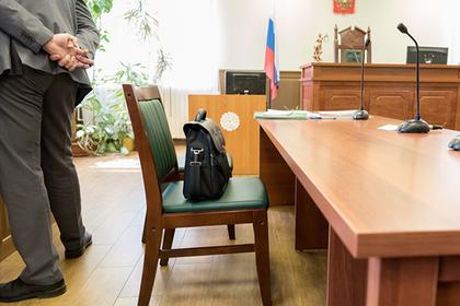 Россиянина с женой приковали к батарее ради главного наркотического дела России
