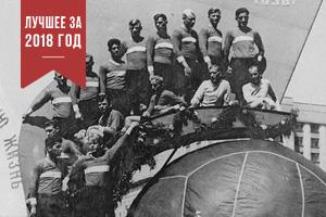 Чемпионы и обладатели Кубка СССР — футболисты московского «Спартака» на Красной площади