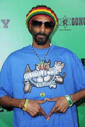 За свою карьеру Snoop Dogg неоднократно менял не только имидж, но и религию. Побыв протестантом и мусульманином, Снуп принял растафарианство и теперь появляется на публике исключительно в цветах Эфиопии.
