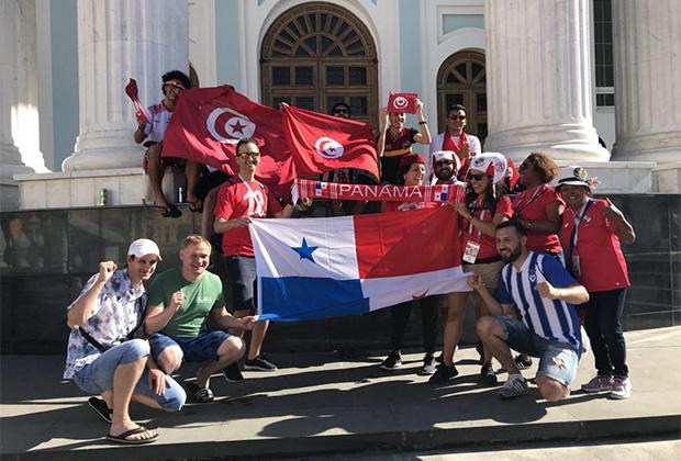 Important Mama затерялась в толпе панамцев и тунисцев