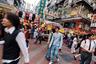 """В 1971 году Китай официально стал частью мирового сообщества. До этого в ООН страну <a href=""""https://lenta.ru/articles/2018/06/06/kitai_taiwan/"""" target=""""_blank"""">представляла</a> Китайская республика на Тайване. Правящую Китаем Коммунистическую партию не очень устраивала перспектива иметь под боком англосаксонскую демократию, поэтому спустя год Пекин предложил ООН убрать Гонконг из списка колоний. Это, в свою очередь, лишило гонконгцев права на самоопределение, которое было дано всем новым государствам, выходящим из управления метрополий. Тогда 99 государств-членов организации согласились, что Сянган никогда не был колонизирован, он всегда был частью Китая, временно оккупированной Британией. Та же участь постигла португальскую колонию Макао, Тайвань, Тибет, Восточный Туркестан, Маньчжурию, а также территории нынешних Тибетского, Нинся-Хуэйского и Гуанси-Чжуанского автономных районов и Внутренней Монголии."""