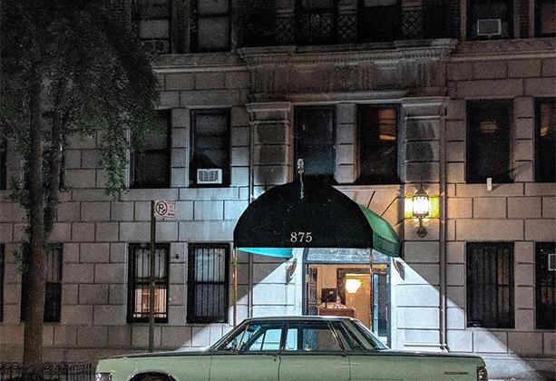 Жительница Вест-Сайда, одного из уголков Манхэттена, воспевает в своем блоге красоту родного района. Некоторые кадры словно взяты из старых гангстерских фильмов.