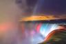 Пожалуй, самый известный в мире Ниагарский водопад становится еще прекраснее с разноцветной подсветкой.
