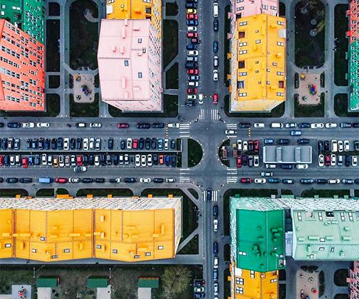 Фотограф Анна Рудя поделилась ярким летним снимком Киева с высоты птичьего полета. Столица Украины напомнила ей детскую мозаику.