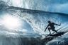 Бен Туар из Французской Полинезии зарабатывает на жизнь съемками океана, что неудивительно, ведь он родился на архипелаге из сотни островов. На этот раз в его объектив попал профессиональный серфер Энтони Уэлш.