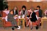 Когда бывший премьер-министр Британии Маргарет Тэтчер прибыла в Пекин для обсуждения с китайским правительством будущего Гонконга, она надеялась, что после возвращения города Китаю британцы смогут по-прежнему участвовать в управлении им— конечно, если китайцы сами этого захотят. Ответ Пекина был «крайне непредсказуем»: иметь соучастников в управлении главным финансовым центром региона они не желали. В 1984 году сторонами была подписана декларация, по которой Гонконг возвращался КНР, а также появлялся особый принцип управления: «одна страна — две системы». Интересно, что ни Китай, ни Британия, ни кто-либо еще не поинтересовался, что думают об этом сами жители Гонконга.