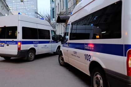 Пьяный покупатель захватил заложников в московском супермаркете