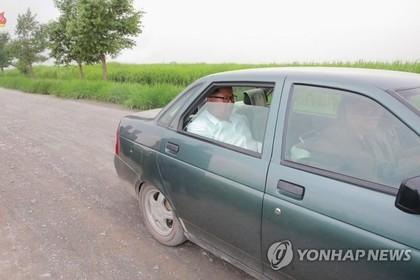 Ким Чен Ын навестил военных на Lada Priora