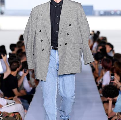 Какая разница, что пиджак великоват, если у тебя модные остроносые туфли! А если на улице модника ждет ВАЗ-21099 цвета «мокрый асфальт», то об остальном вообще можно не волноваться.