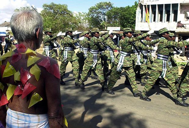 Марширующий женский отряд «Тигров освобождения Тамил-Илама»
