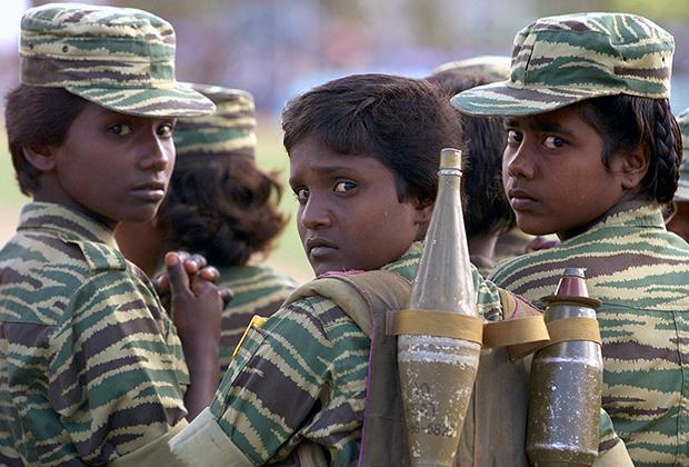 Девушки в армии «Тигров освобождения Тамил-Илама»