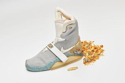 55fc377bc Потрепанную кроссовку из «Назад в будущее» продали за 92 тысячи долларов