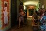 Местные стараются облагородить свое жилище, украшают стены рисунками, стараются содержать в чистоте не только свои комнаты, но и места общего пользования.  Этажи в домах разделены на два крыла, в каждом из которых расположено 15-20 комнат.