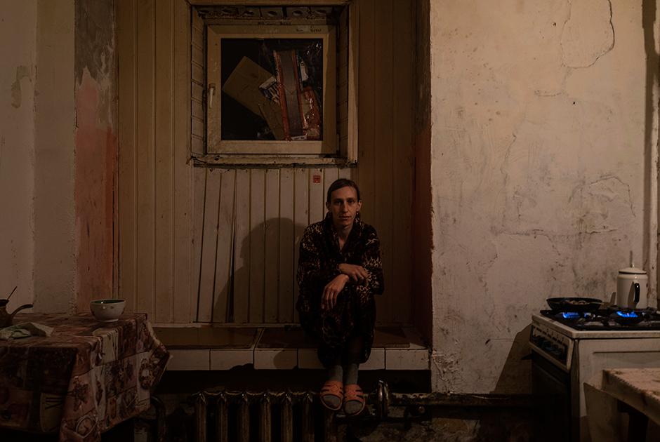 Галина, 34 года, жарит картошку с грибами на общей кухне