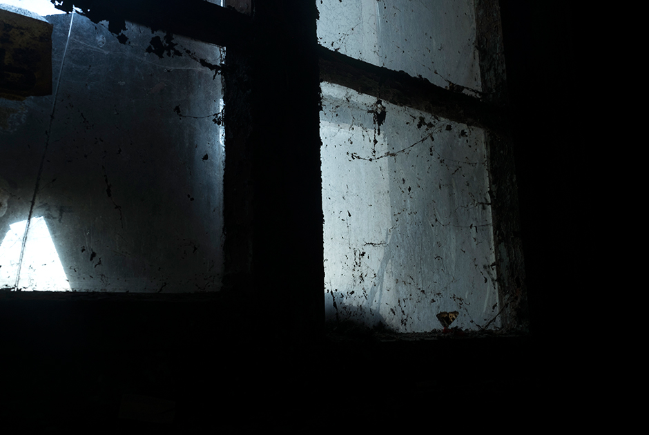 Окно в подъезде дома