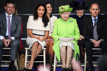 «Как кусок бетона»: друг принца Чарльза раскритиковал свадебное одеяние Меган Маркл