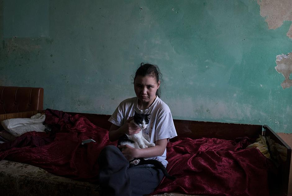 Таня, 24 года, живет в комнате вдвоем с кошкой