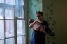 Гуля приехала из Узбекистана к своему мужу. Вначале они снимали жилье, но со временем выкупили комнату. К условиям уже привыкли, но хотят вернуться на родину, когда дети подрастут.