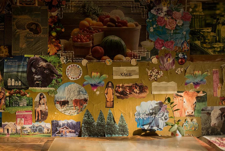 Интерьер кухни в одном из домов комплекса — плод коллективного творчества местных жителей