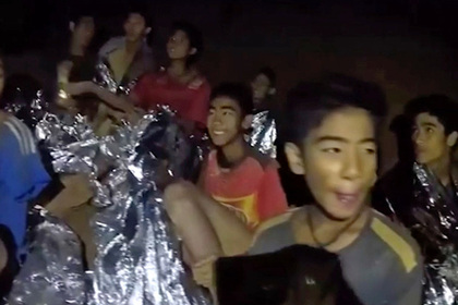 Раскрыты подробности операции по спасению застрявших в пещере детей