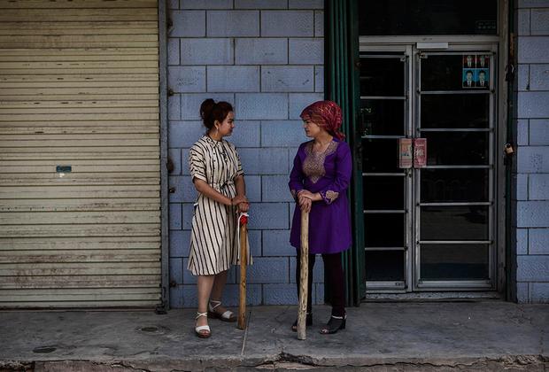 Все это привело к усилению сепаратизма и серии терактов, которые были организованы в Кашгаре. В 2008 году, за четыре дня до начала Олимпиады в Пекине, двое террористов напали на полицейских. В результате 16 человек погибли и 16 были ранены. В 2011 году на улицах города развернулись настоящие бои между боевиками и полицейскими, которые длились два дня. Итог: 24 погибших и 42 раненых. В 2012 году террористы устроили резню на рынке, жертвами которой стали 12 человек (все ханьцы), а в 2014 году был убит имам мечети Ид Ках.