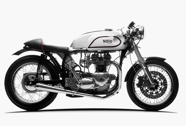Мечта любого кафе-рейсера —Triton: рама Norton плюс двигатель Triumph и максимальное облегчение. Сейчас подобные гибриды весьма популярны у звездных любителей мотоциклов. «Тритоны» есть у Райана Рейнольдса, Брэда Питта, Ричарда Хаммонда и многих других.
