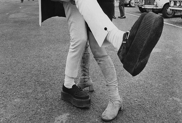 Созданные для британских солдат, сражавшихся с Африканским корпусом Роммеля, после войны криперы стали любимой обувью субкультур. Криперы на высокой платформе и вовсе являются одной из отличительных черт стиля тедди-боев.
