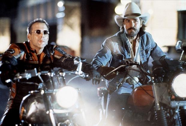 В фильме «Харли Дэвидсон и Ковбой Мальборо» (Harley Davidson and the Marlboro Man) герой Мики Рурка демонстрирует, что обладатель классического боббера Harley-Davidson вполне может носить яркую кожаную куртку и штаны в стиле владельца современного спортивного мотоцикла.